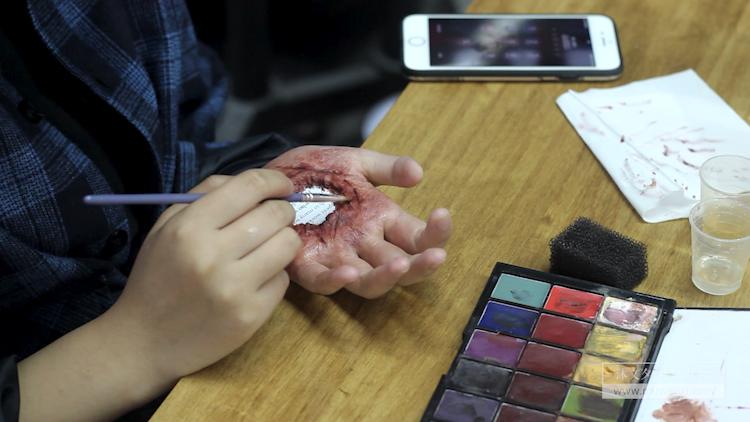 肤蜡制作伤效妆